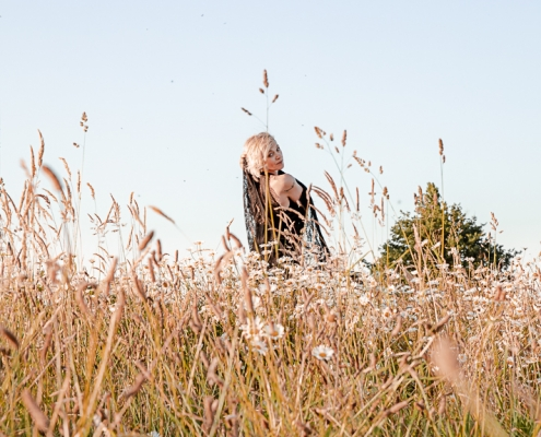 séance photo à mortagne sur sèvre dans un champ